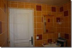 Salle de bain entièrement carrelée